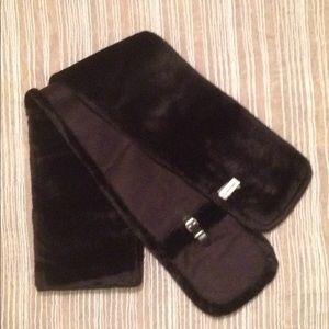 NWOT Calvin Klein Fur scarf w/ pockets